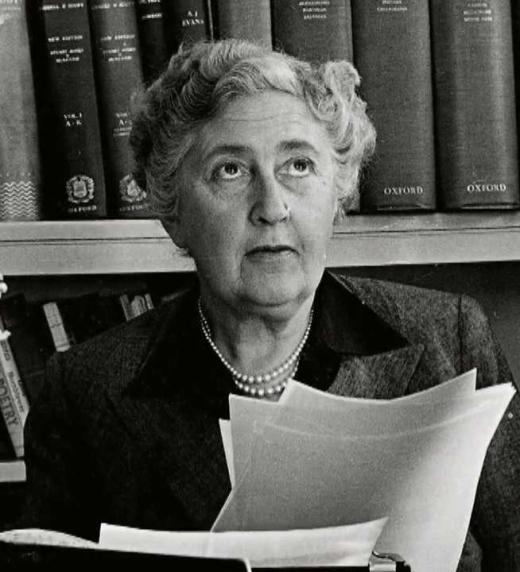 Retrato de Agatha Christie, madre de la novela negra y policial y de personajes inolvidables.