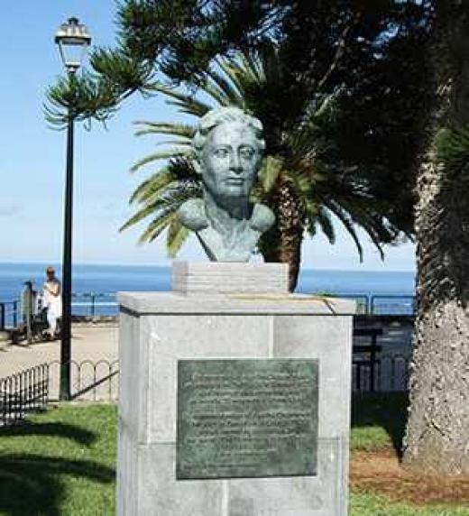 Monumento a Agatha Christie en el Puerto de la Cruz de Tenerife