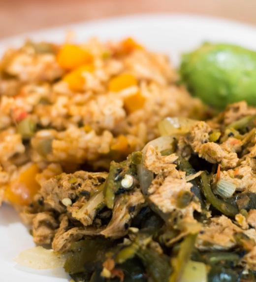 Receta de rajas con arroz, receta que aparece en el libro.