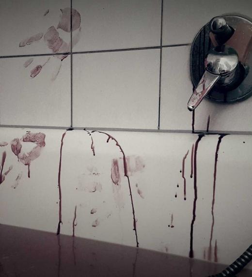 A veces, los asesinos dejan huellas en su intento de borrarlas.