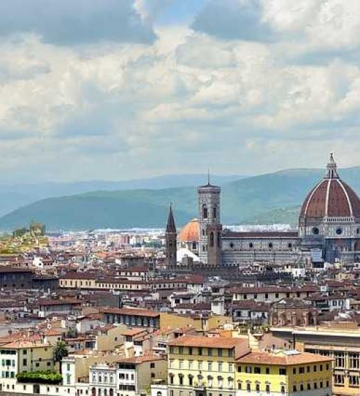 Vista  de  la  Catedral  de  Florencia  desde  el  mirador  Piazzale  Michelangelo. Lugar  donde  el  protagonista  y  su  madre  visitan  antes  del  fallecimiento  de  ella.