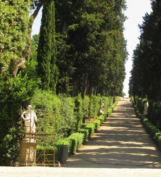 Son  los  jardines  donde  los  protagonistas  del  libro  jugaban  cuando  eran  pequeños.