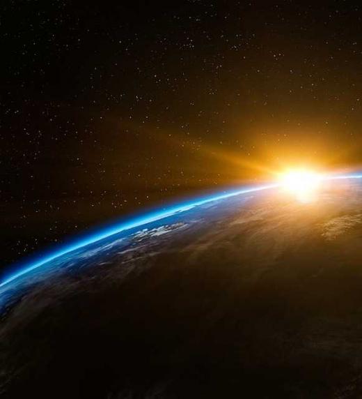 """A pesar de que nuestros sentidos y el """"sentido común"""" nos engañen, la tierra es esférica."""