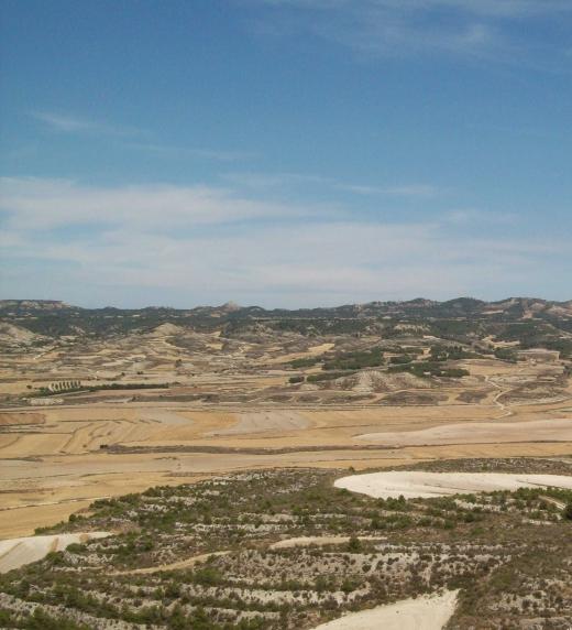 La sierra de Alcubierre, vista desde Leciñena (Zaragoza)
