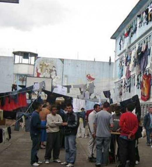 La diferencia de las  clases sociales se notan en una sociedad como Colombia donde no existe la clase media, pero dentro de las cárceles colombianas también se nota enormemente esta diferencia.