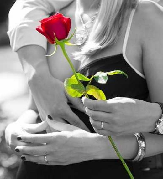 Una rosa en tu pecho