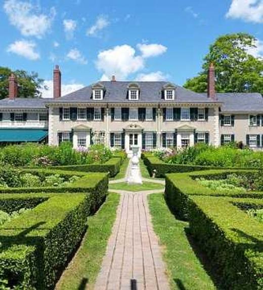 La majestuosa mansión de Hugh Alderman