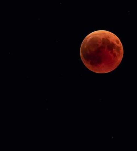 La luna es la única testigo