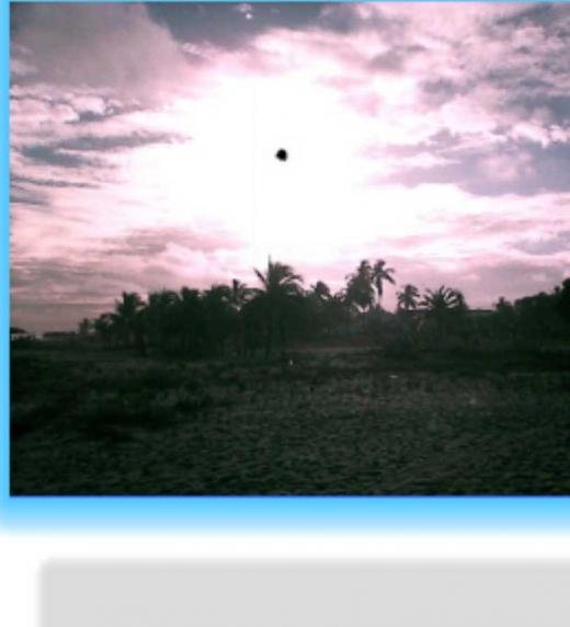 Foto de paisaje real, aunque no se que es el punto, supongo que puede ser un grano de arena en el lente, quise dejarla para hacer ver que la tortuga se iba al cielo.