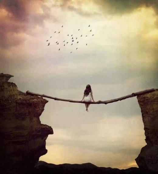 A través del equilibrio interior, mente y emociones, comprenderemos que las circunstancias que a nosotros llegan son tan solo meras oscilaciones de la vida en el juego de la evolución.