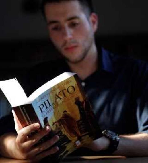 Ejemplar físico de Pilato, el prefecto de Judea (Donbuk Editorial)