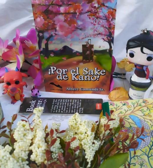 Presentación de ejemplar físico de ¡Por el Sake de Kano! de la bloguera Plumas de Escarlata.