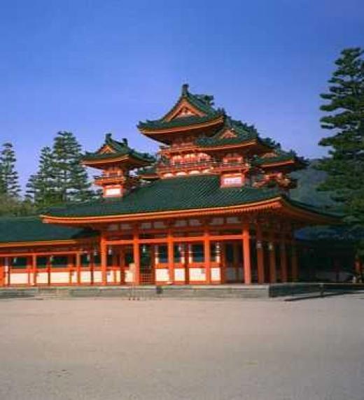 El Palacio Imperial de Kioto es un palacio imperial de Japón, pero no es la residencia del Emperador de Japón. El emperador reside en el Palacio Imperial de Tokio desde 1869 y ordenó preservar el Palacio Imperial de Kioto en 1877.