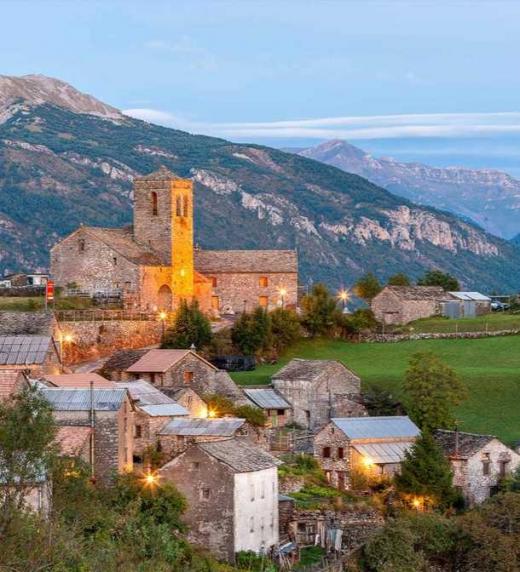 Un viaje al valle pirenaico de Sarvisé, donte el protagonista intuye hallará indicios de la historia pasada de su familia.