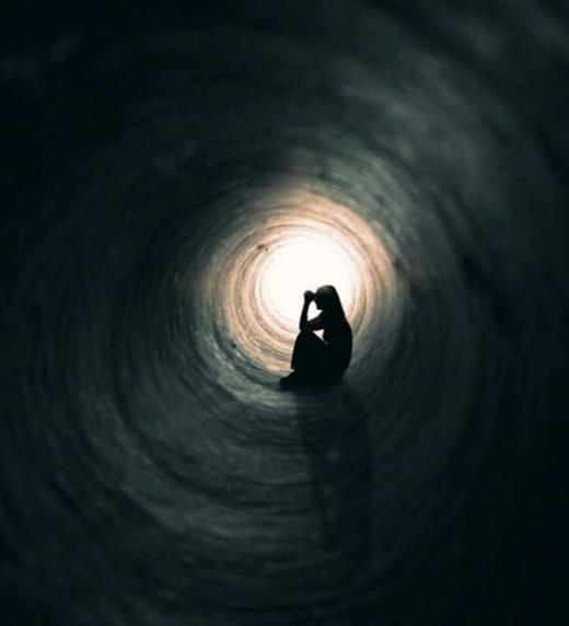 La depresión es un trastorno normal que implica una tristeza profunda, ansiedad, mala percepción de uno mismo, entre otras ideas que pueden derivar en pensamientos suicidas.