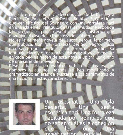 """Contraportada de la novela de crimen y misterio LGTB titulada LA FORTALEZA DEL SOL NEGRO, basada en historias reales recopiladas y ficcionadas por su autor, el psicólogo Pedro E. """"Pericoypico"""" Moya García"""