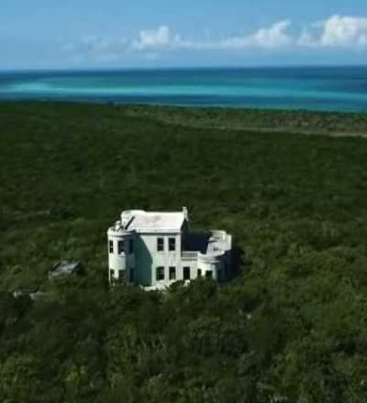 Fortaleza nazi en la isla Darby, donde se ambienta la novela negra titulada LA FORTALEZA DEL SOL NEGRO