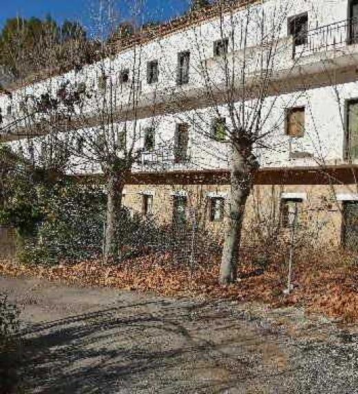 Edificios construidos para los trabajadores del pantano situado en las Chorreras del río Cabriel, actualmente abandonados.