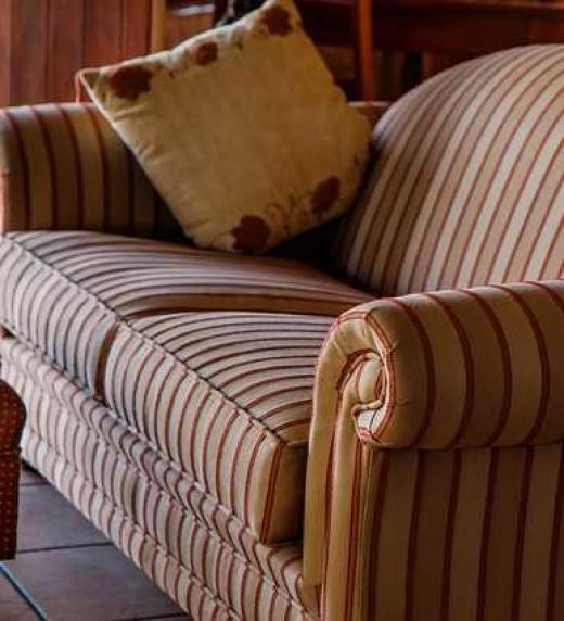 El sofá de Claire de Xoel Prado-Antúnez. Editorial Adarve, 2020