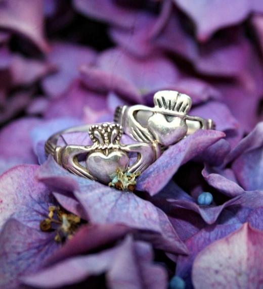 Dos anillos muy especiales: amistad, lealtad y amor.