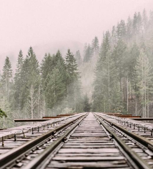 Vías tren montañas