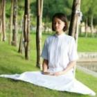 girl at meditation